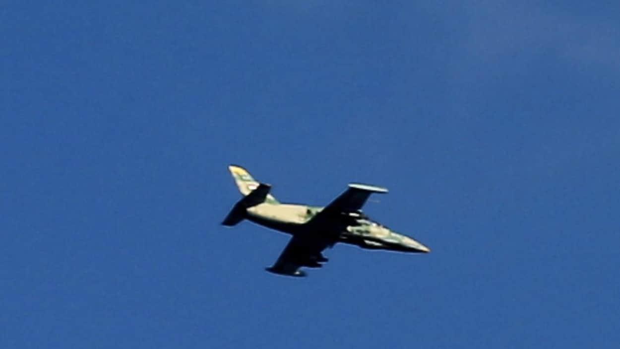 Un chasseur syrien en vol.