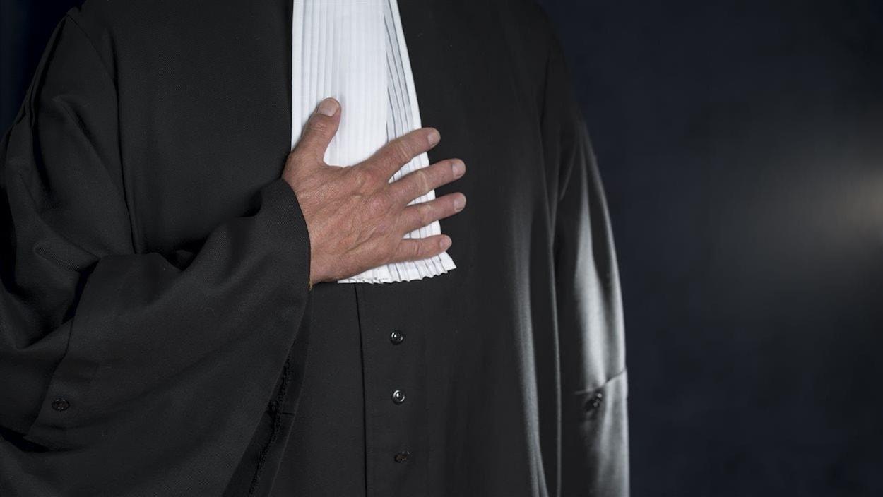Une toge d'avocat.