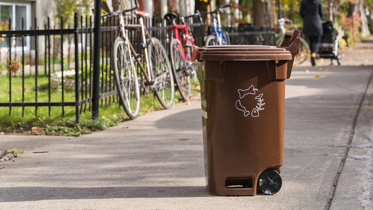 Un bac de compost de la Ville de Montréal.