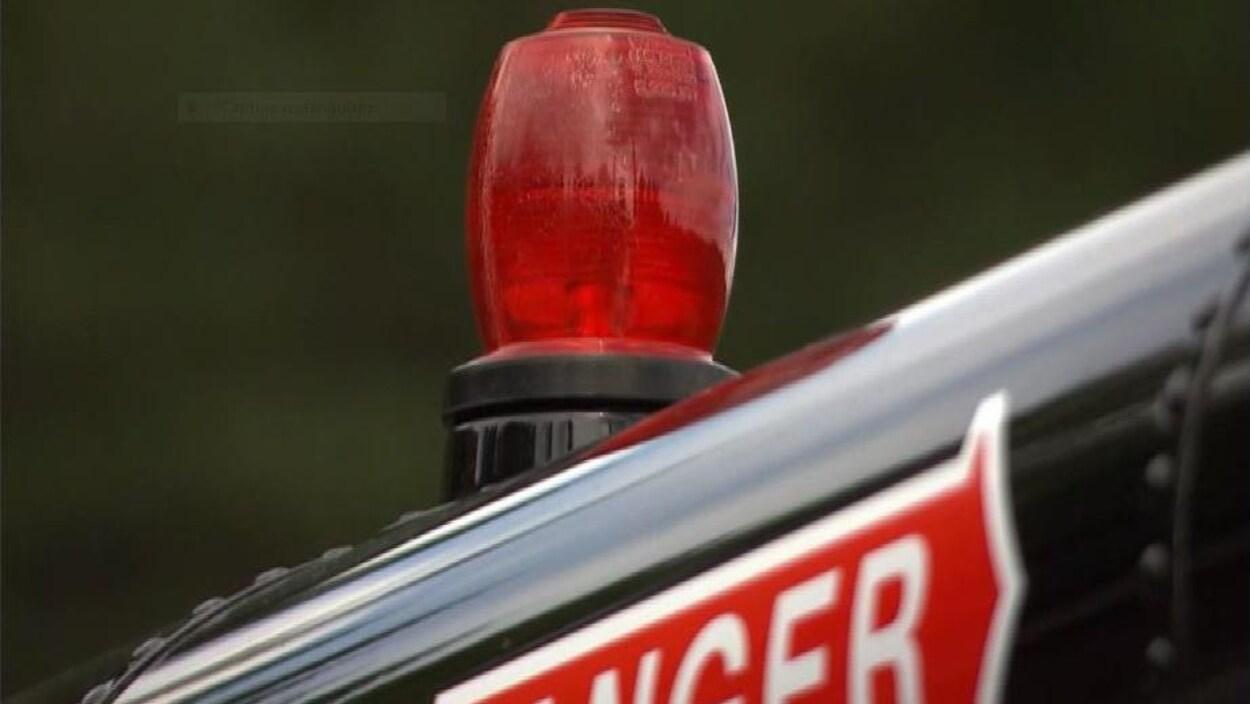 Lampe rouge sur un aéronef.