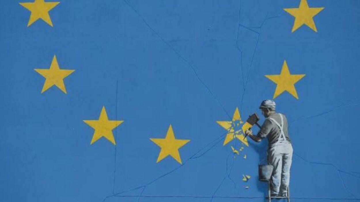 La murale de l'artiste Bansky dépeignant le Brexit. Un homme casse l'étoile du Royaume-Uni sur le drapeau de l'Union européenne.