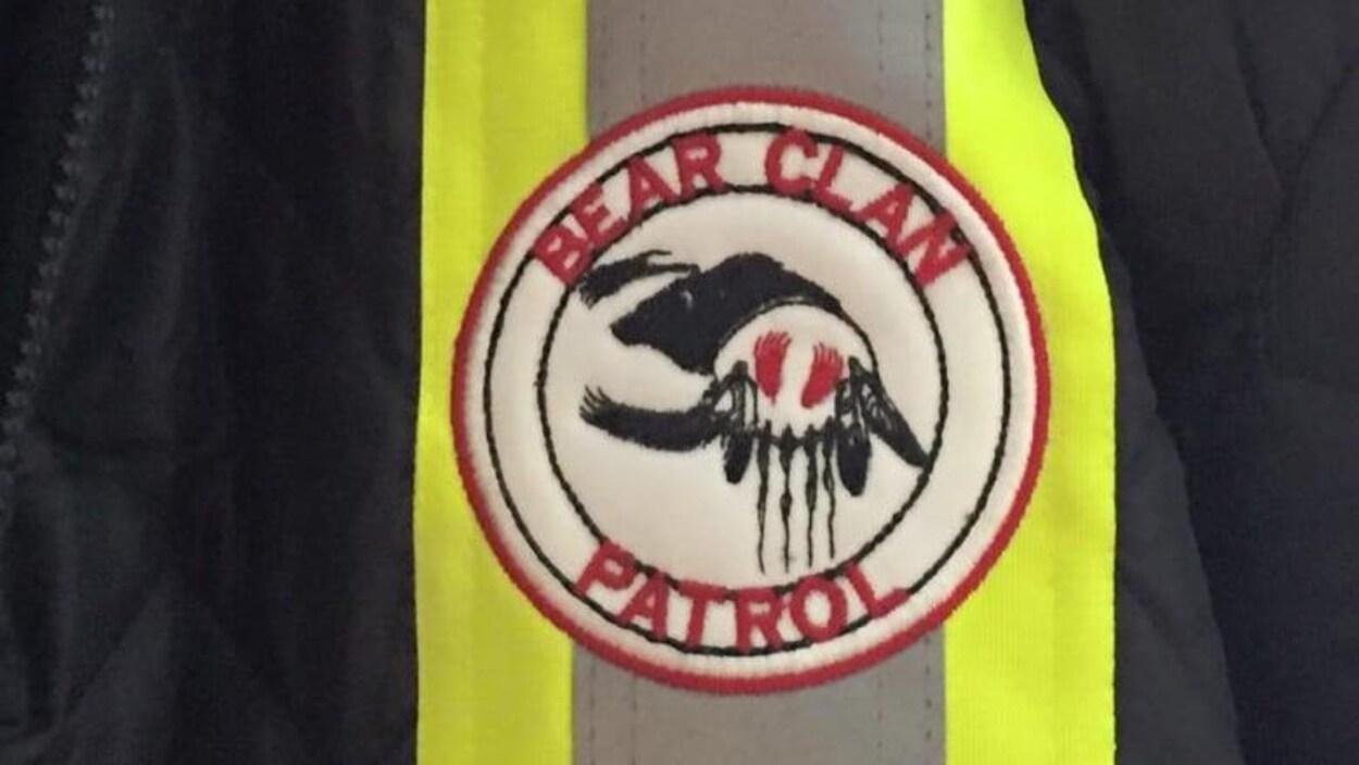 Le logo de la patrouille communautaire Bear Clan sur lequel on peut distinguer un ours.