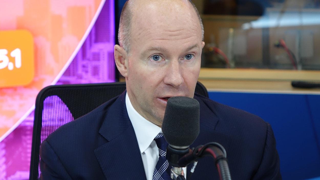 Alain Bellemare, PDG de Bombardier, dans le studio de Gravel le matin à Radio-Canada