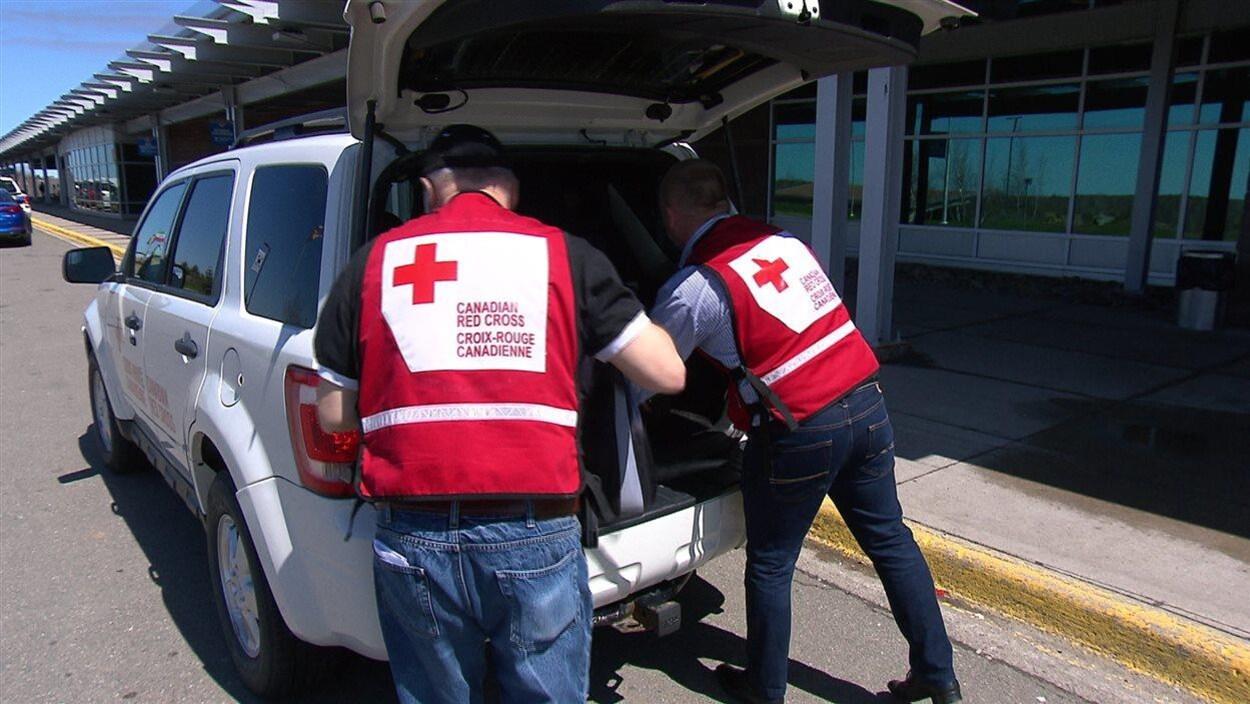 Des bénévoles de la Croix-Rouge