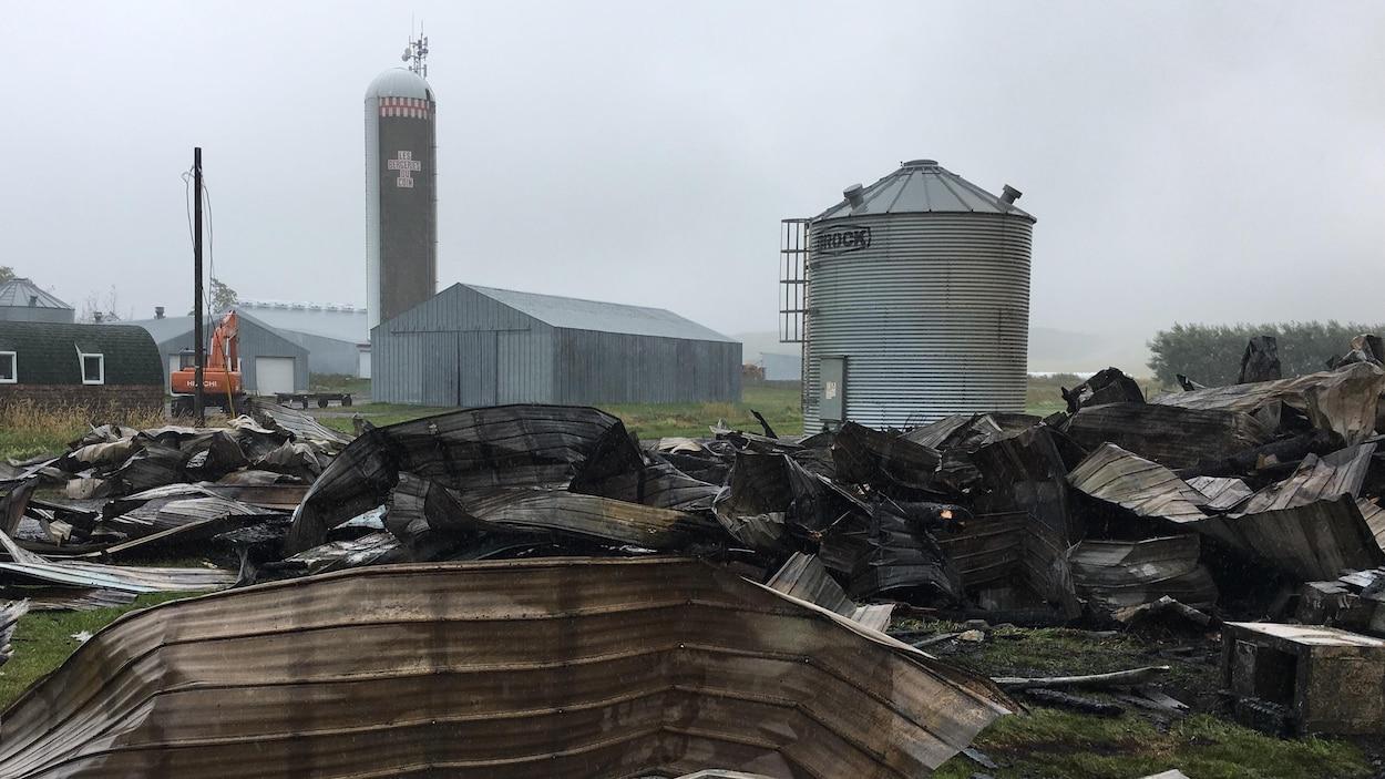 Incendie majeur à la Bergerie du coin, à Petit-Matane