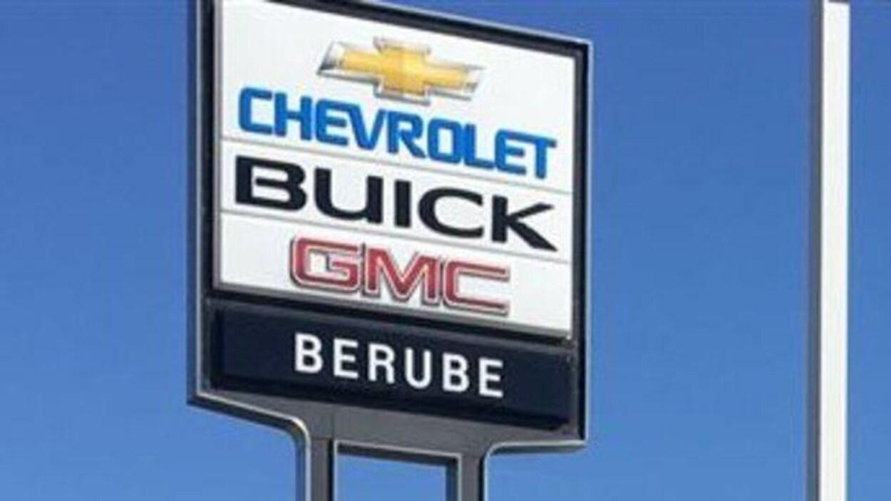 L'affiche de Bérubé GM, à Rivière-du-Loup.