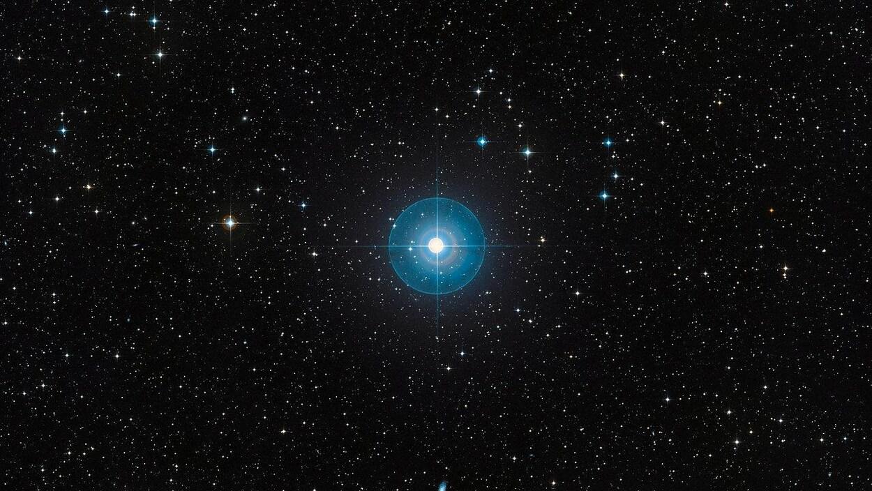 La jeune étoile Beta Pictoris brille à 63,4 années-lumière de la Terre.