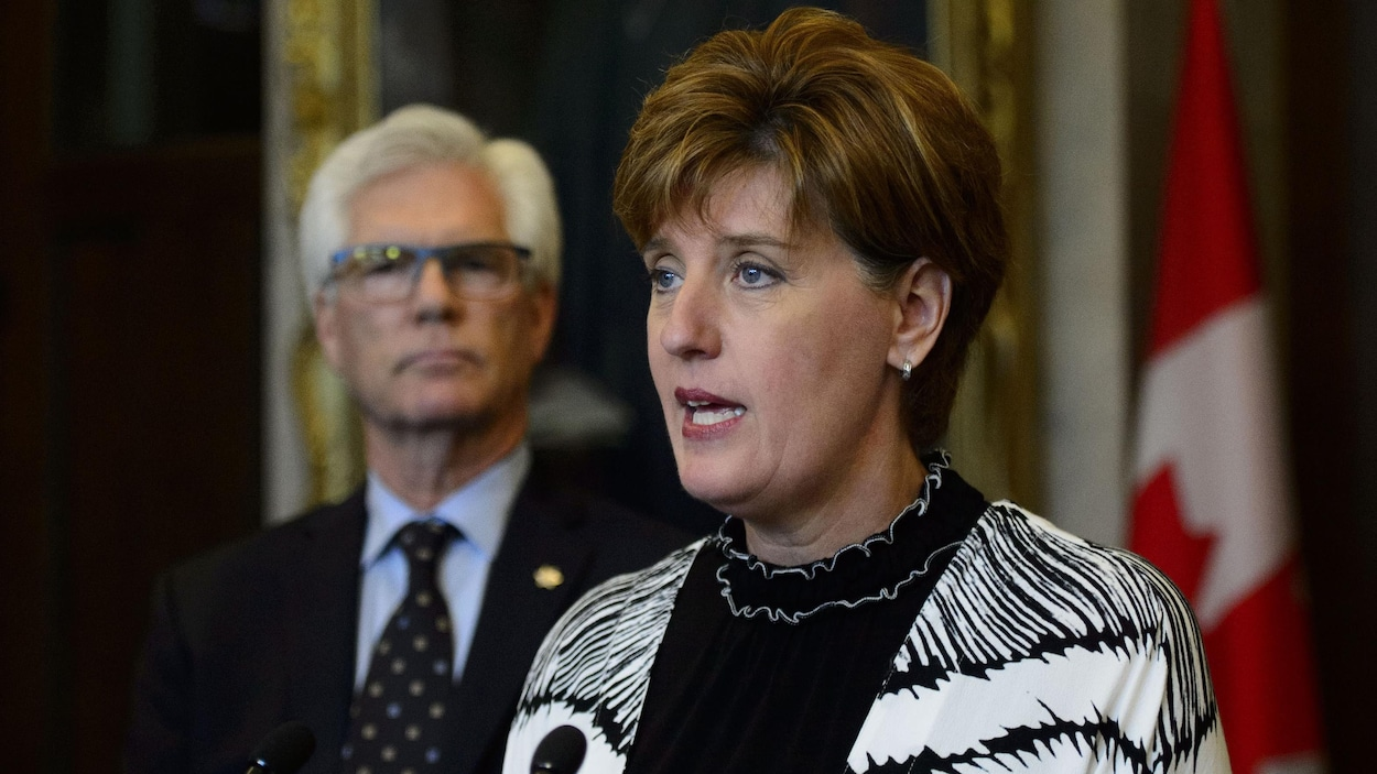 Marie-Claude Bibeau en conférence de presse avec le ministre de la Diversification du commerce international, Jim Carr.