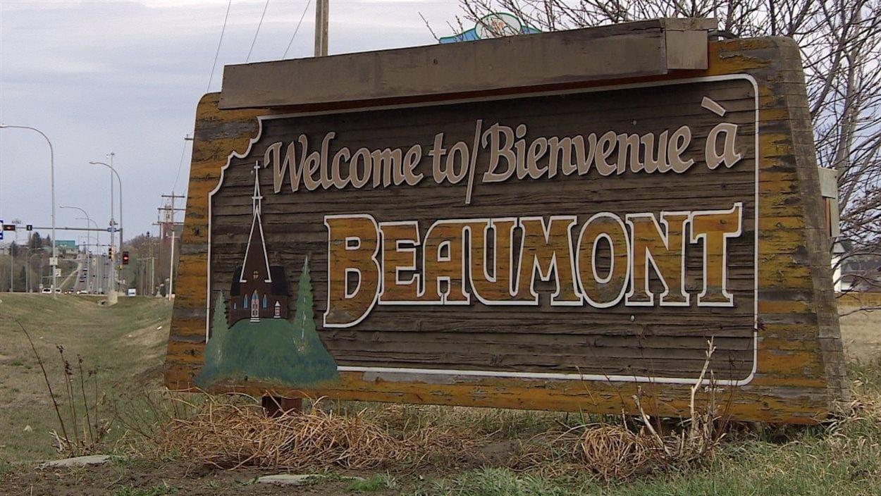 Une enseigne accueille les visiteurs à leur arrivée à Beaumont.
