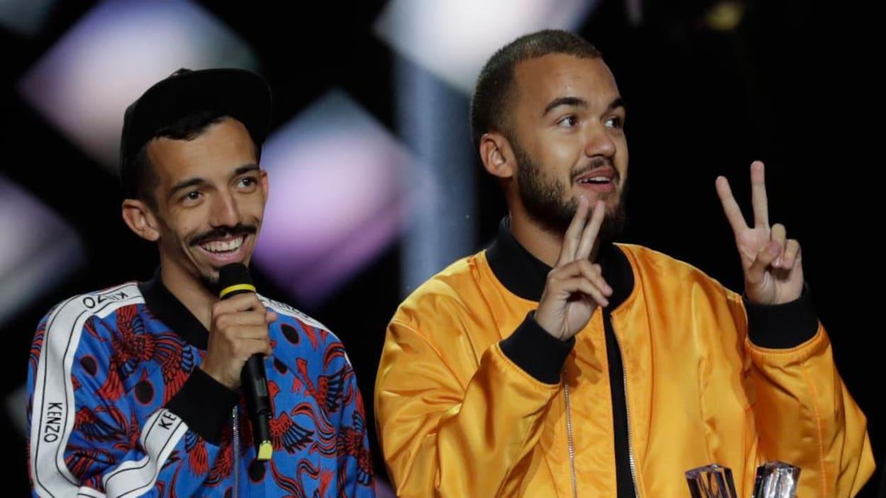Le duo français Bigflo et Oli à la cérémonie des Victoires de la musique.
