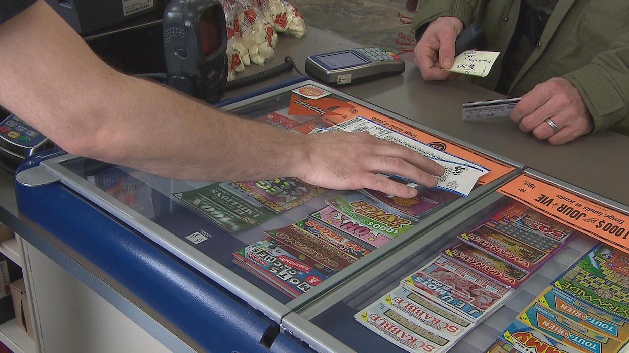 Des billets de loterie