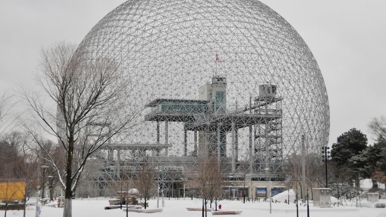 La Biosphère dans un paysage hivernal.
