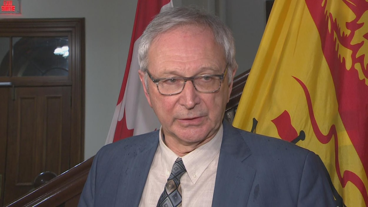 Le premier ministre du Nouveau-Brunswick, Blaine Higgs, annonce la fermeture des écoles publiques de la province par mesure préventive pour limiter la propagation potentielle de la COVID-19.