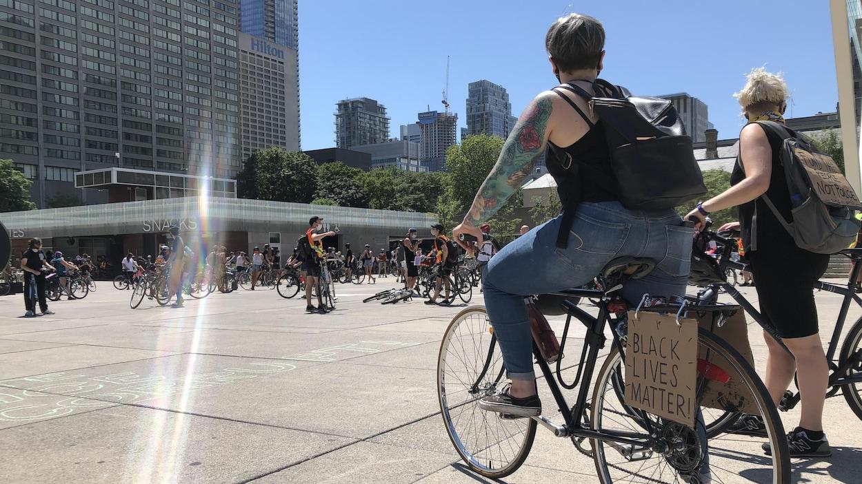Des cyclistes à Toronto