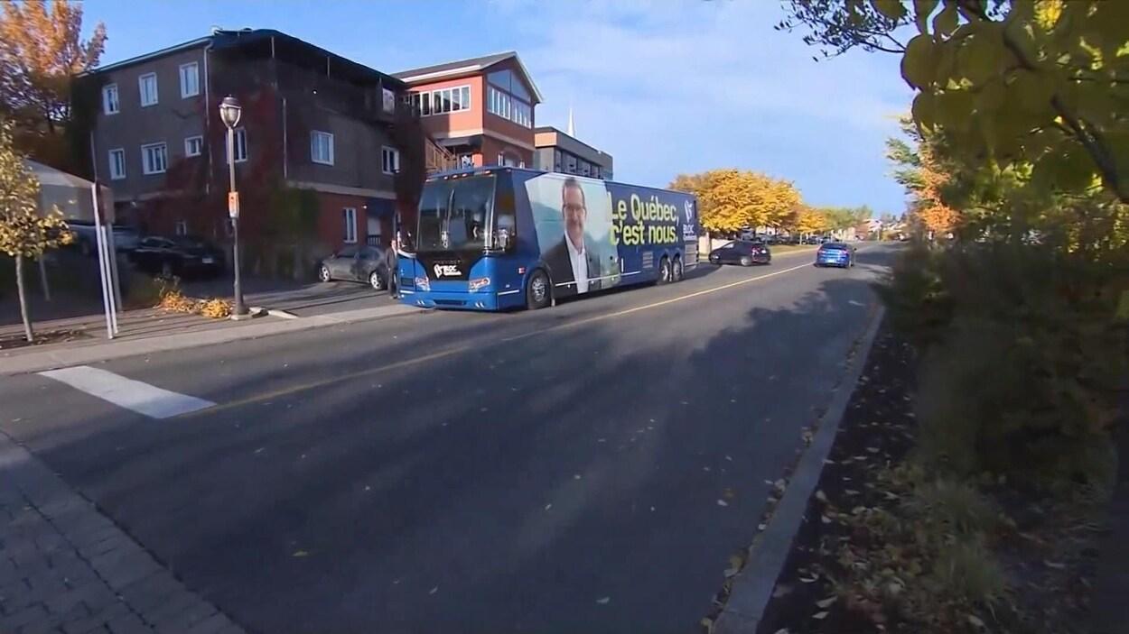 Le chef du Bloc québécois était à Alma, lundi matin.