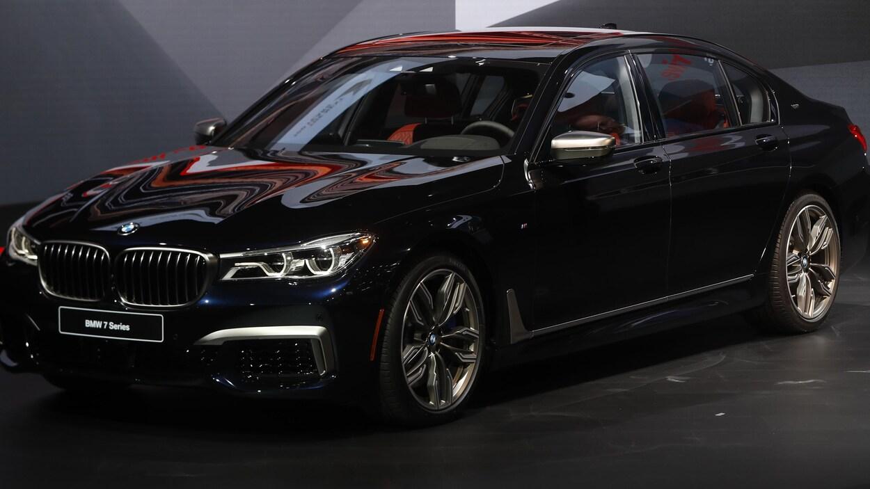 La BMW M760i xDrive 2018 présentée au salon de l'auto de Détroit.