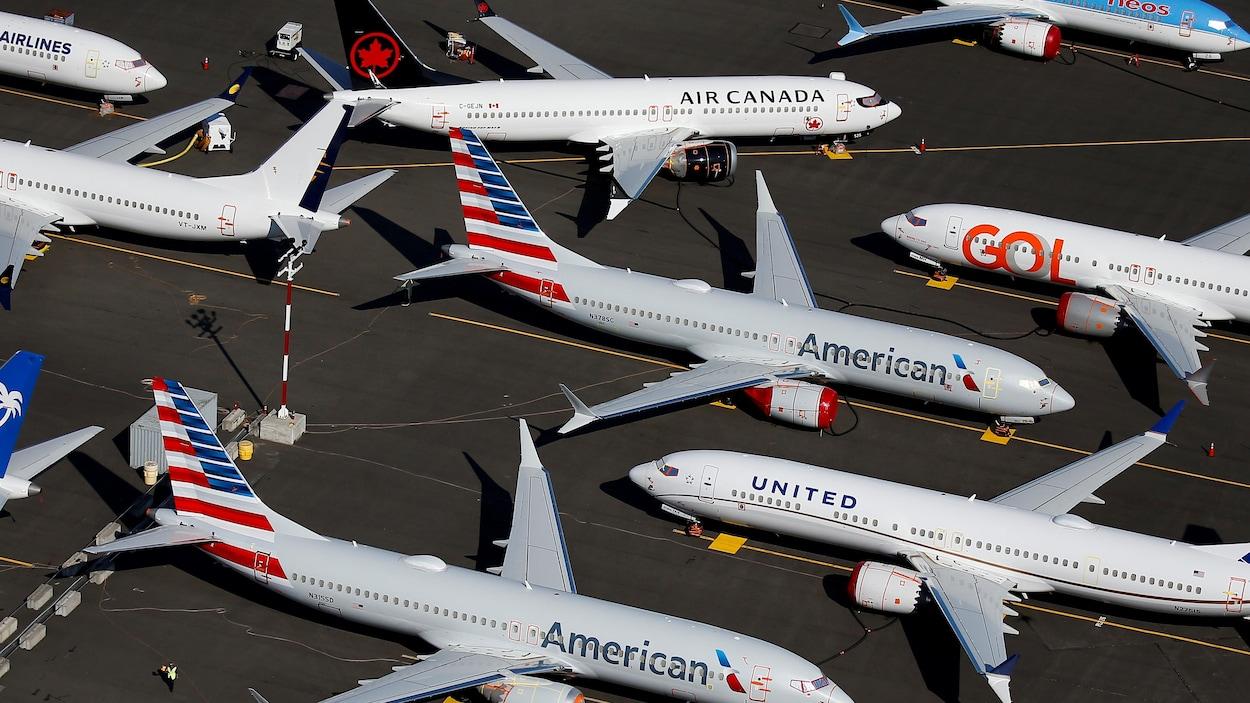 Des appareils sur le tarmac d'un aéroport