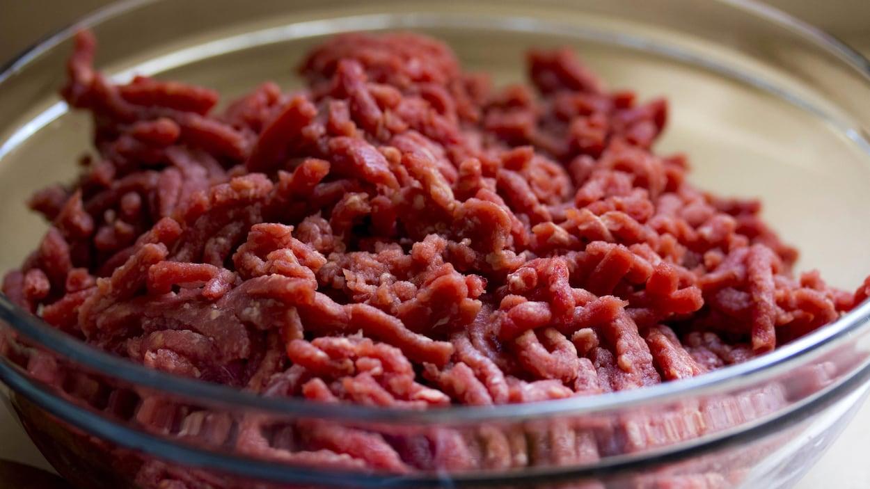 Du bœuf haché dans un bol