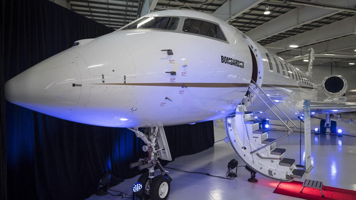 Un Global 7500 dans un hangar.