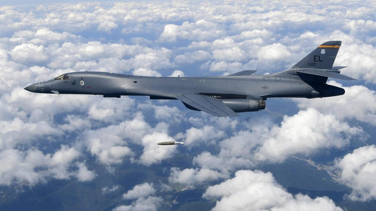 Un bombardier B-1B de U.S. Air Force largue une bombe lors d'un exercice au-dessus de la péninsule coréenne en septembre dernier.