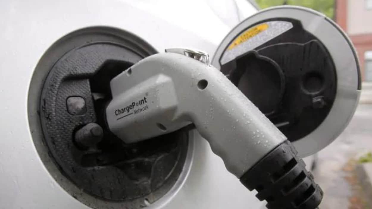 Une pompe dans une borne de recharge de voiture électrique.