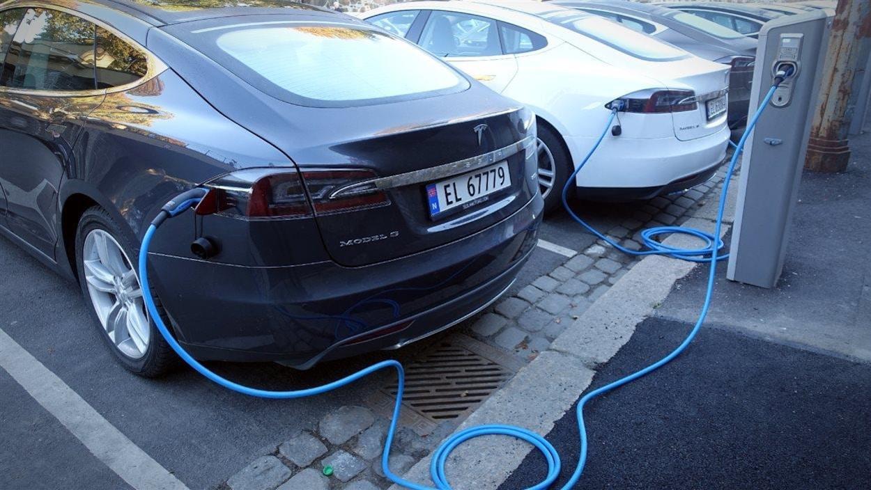 Borne de recharge de véhicules électriques.