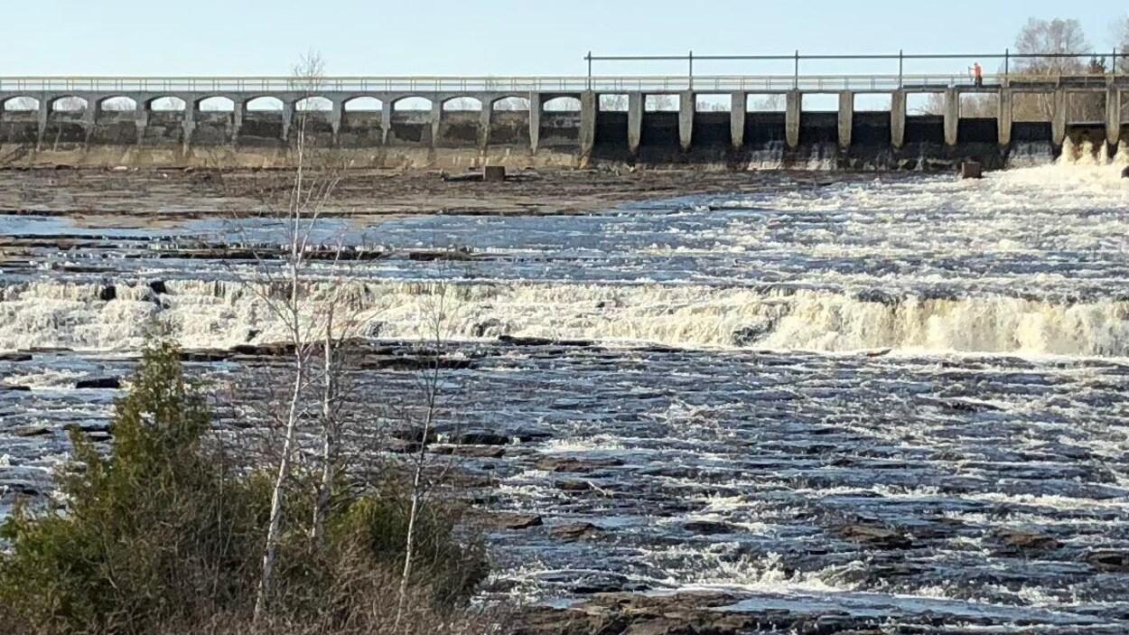 Le barrage sur Boulevard Lake à Thunder Bay.