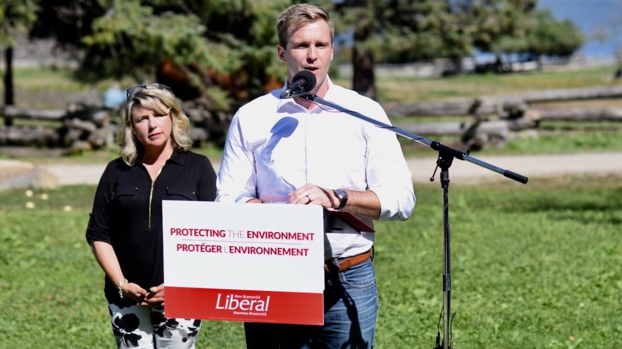 Brian Gallant, premier ministre sortant du Nouveau-Brunswick et Cindy Miles, candidate libérale dans Fredericton-Ouest-Hanwell.