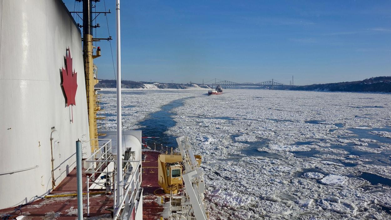 Le brise-glace Amundsen à la hauteur de Québec.