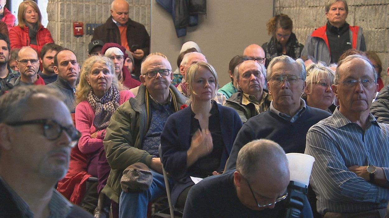 Environ 200 personnes ont assisté à la séance d'information sur le projet Val 8