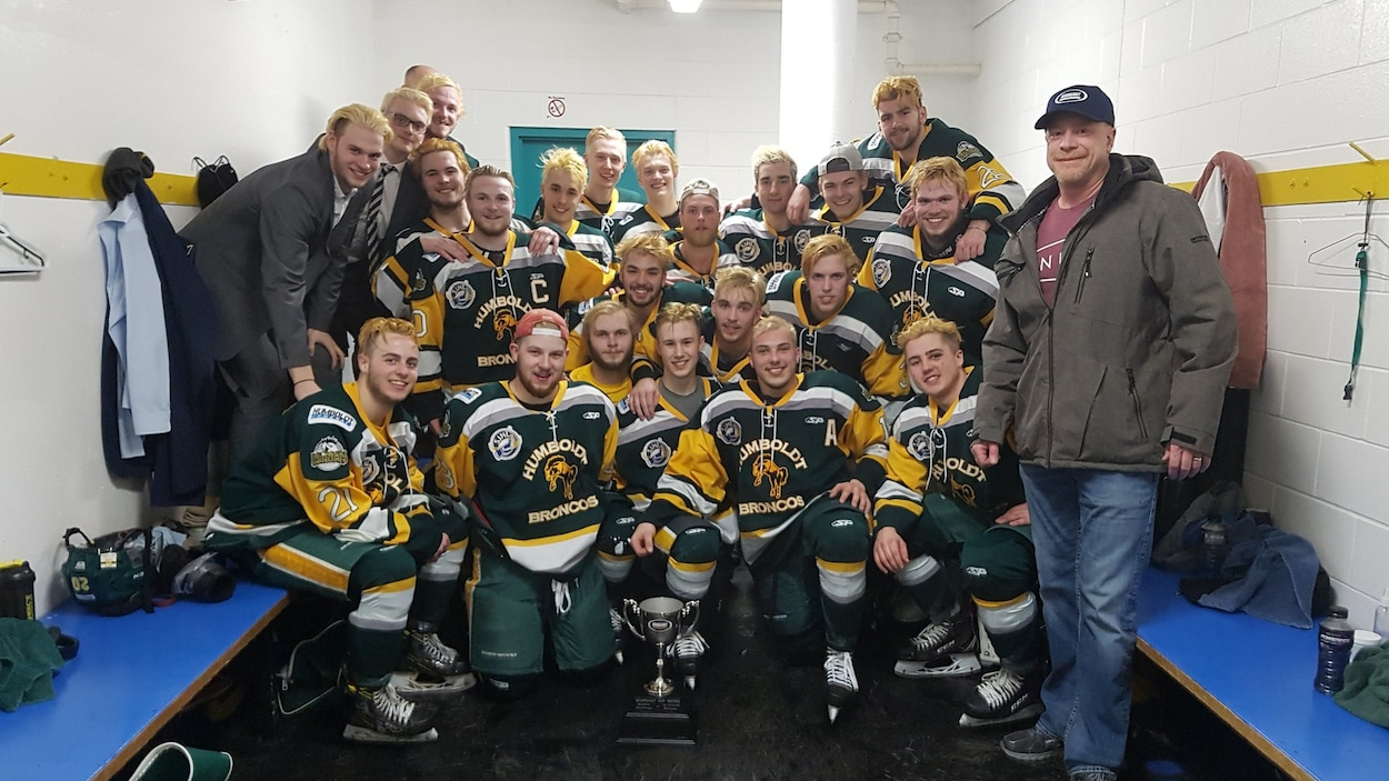 Le bilan de l'accident qui a décimé une équipe de hockey junior monte à 15 morts — Canada