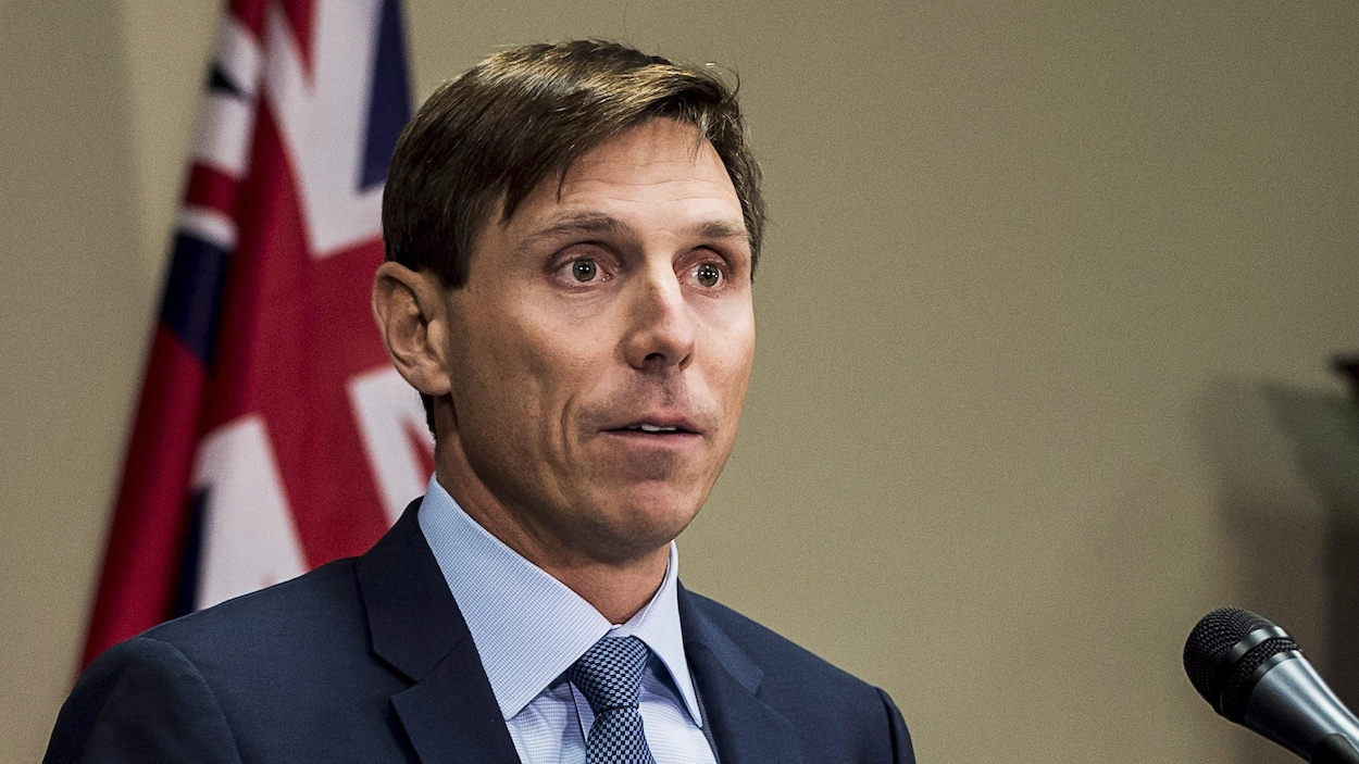 Patrick Brown à la tribune de la presse à Queen's Park.