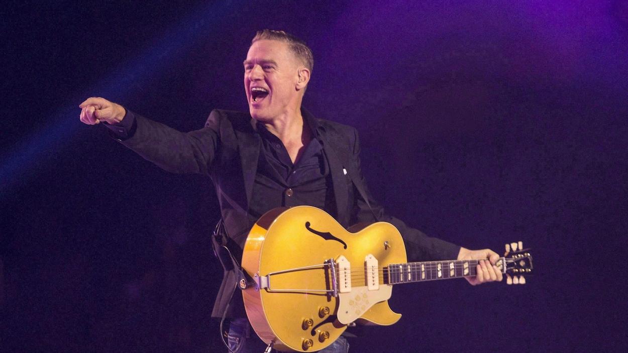 Bryan Adams durant une performance à Toronto, en septembre 2017.
