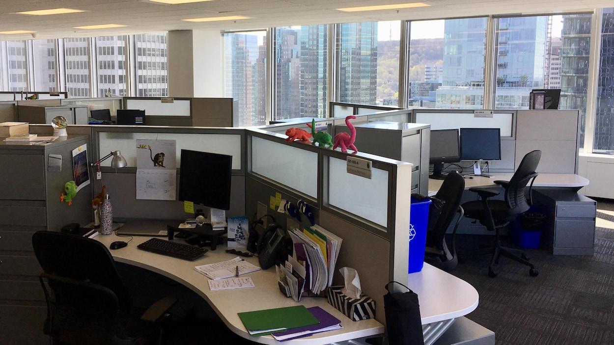 Des bureaux vides