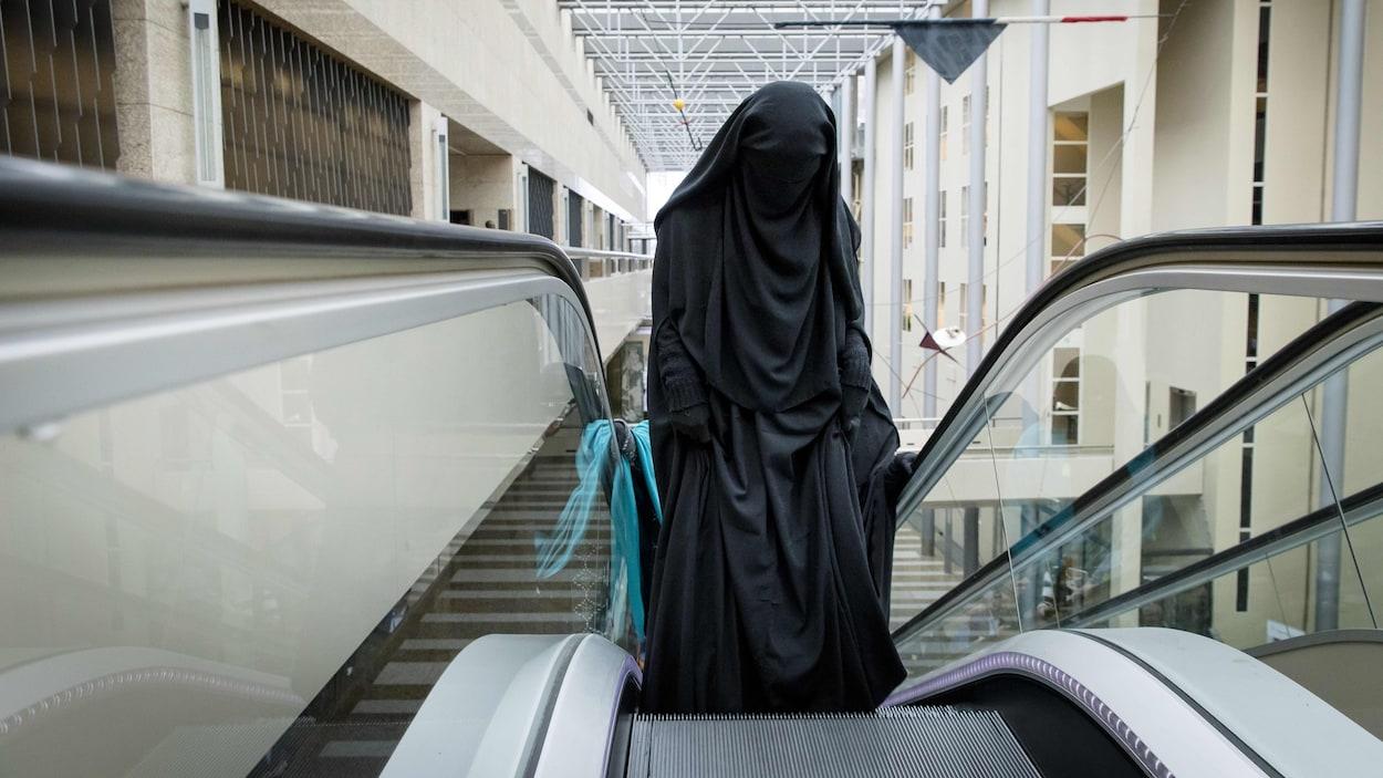 Pays-Bas: début de l'interdiction de la burqa dans les espaces publics
