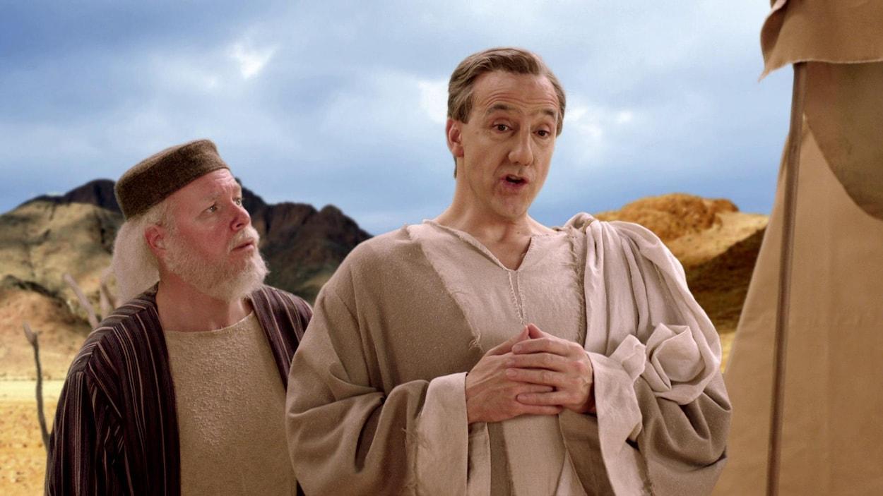 Deux hommes vêtus de costumes de l'époque du Nouveau Testament.