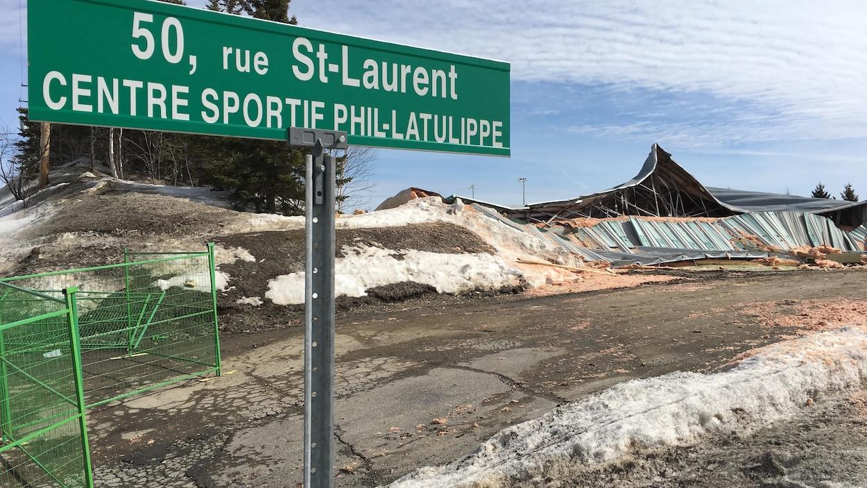 Le centre sportif Phil-Latulipe, au lendemain de son effondrement.