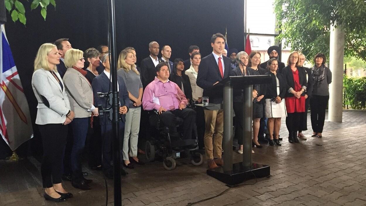 Le premier ministre Justin Trudeau défend la réforme fiscale proposée par son gouvernement, en conférence de presse à Saint-Jean, Terre-Neuve.
