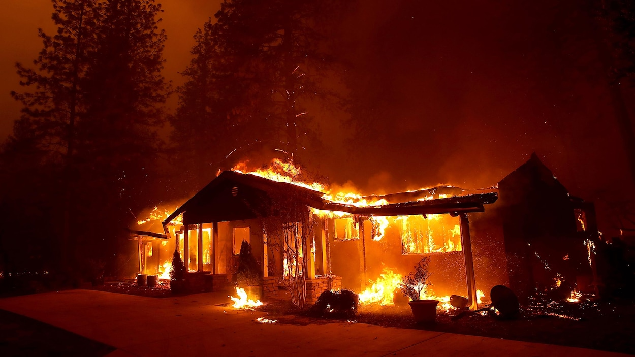 Le bilan des violents incendies en Californie s'alourdit à 25 morts