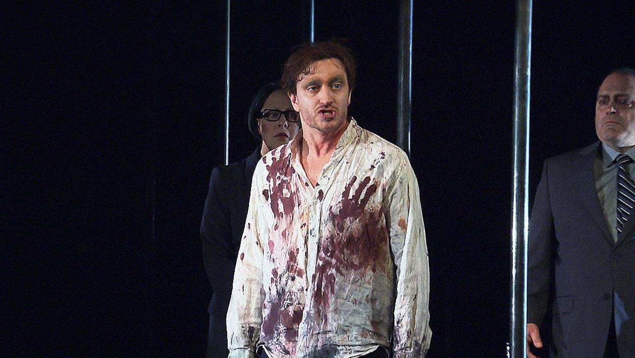 Benoît McGinnis dans la pièce « Caligula »