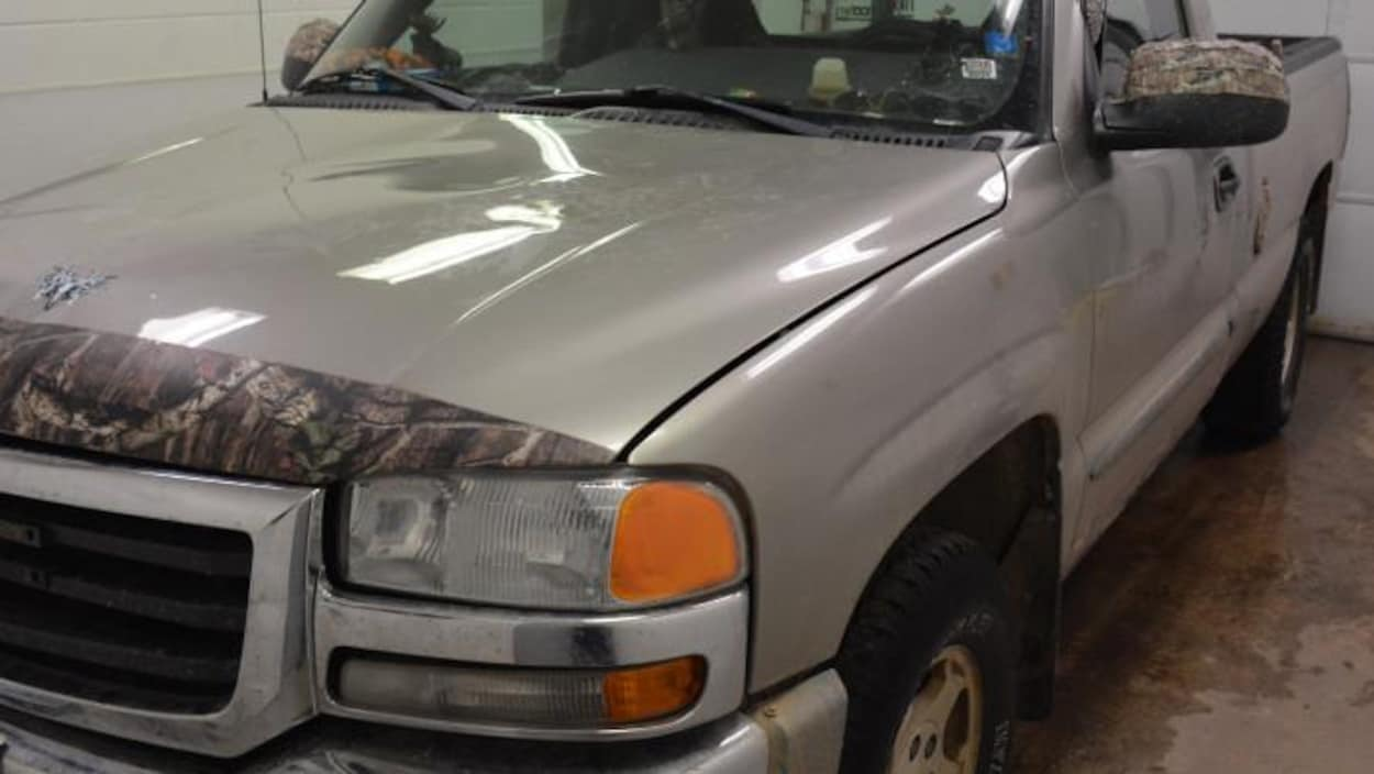 La camionnette qui aurait été impliquée dans le délit de fuite mortel