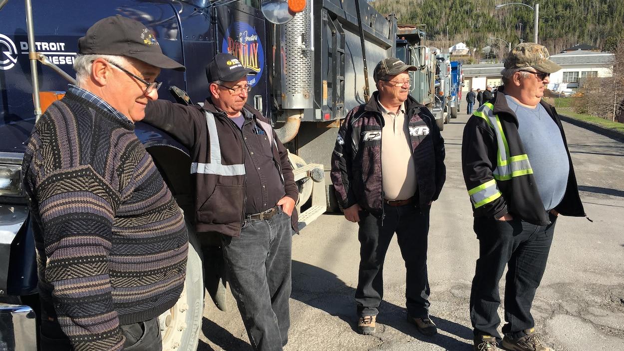 Heure de pointe difficile lundi matin — Manifestation de camionneurs