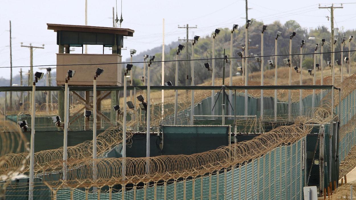 Le Camp Delta à la base navale américaine de Guantanamo Bay, exploité par la Force opérationnelle interarmées Guantanamo qui détient des prisonniers capturés pendant la guerre en Afghanistan et ailleurs depuis les attaques du 11 septembre 2001.