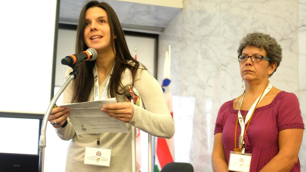 Adrienne Campbell, directrice de Projets autochtones du Québec, et Tealey Kasennisaks Normandin, du Foyer pour femmes autochtones de Montréal
