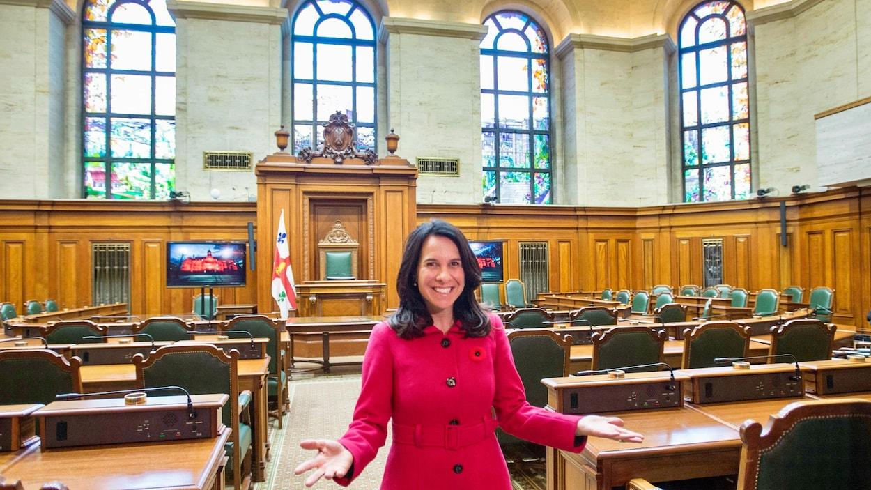 La nouvelle mairesse, Valérie Plante, au milieu du conseil municipal de Montréal.