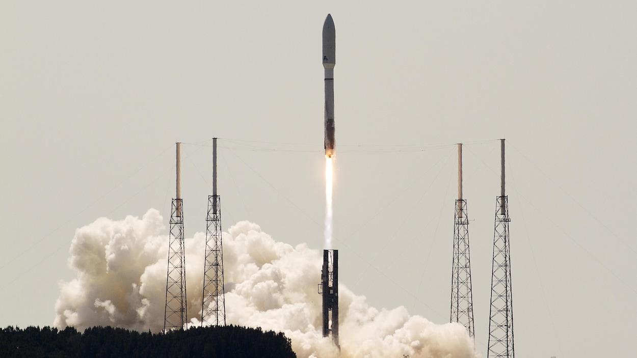 Décollage d'une fusée à partir du Cap Canaveral en Floride