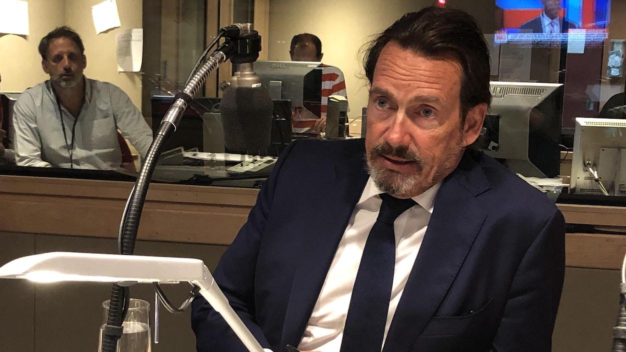 Pierre Karl Péladeau en entrevue à l'émission Midi Info, sur les ondes d'ICI Première.