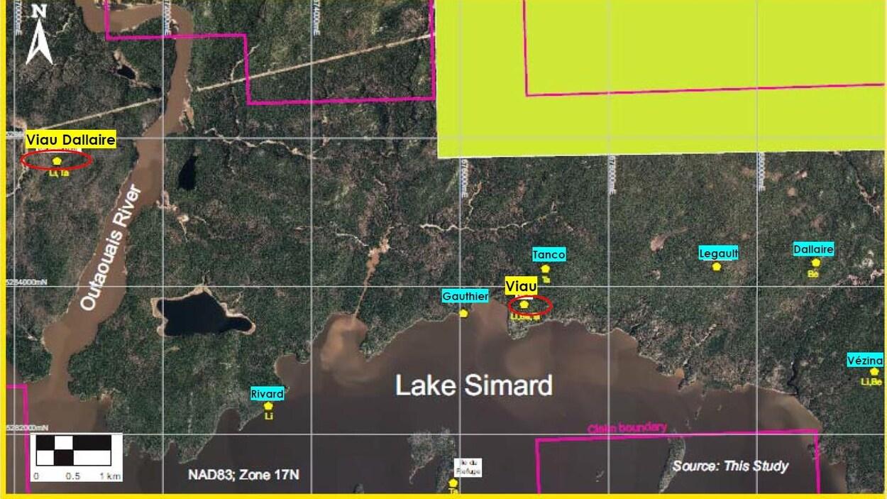 La carte fournie par Sayona Mining situe le projet près du lac Simard.