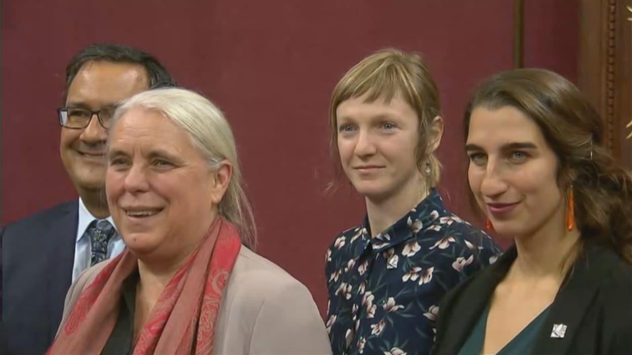 Cahterine Dorion (2e à partir de la droite) députée de Taschereau lors de son assermentation.