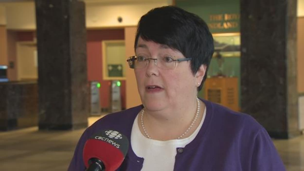 La ministre des Finances de Terre-Neuve-et-Labrador, Cathy Bennett, dénonce les cyberattaques dont elle et d'autres femmes sont victimes, surtout celles œuvrant dans la sphère publique.
